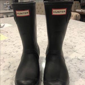 Hunter matte black short rain boots